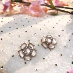 Jewelry - Beautiful floral stud earrings 🌸